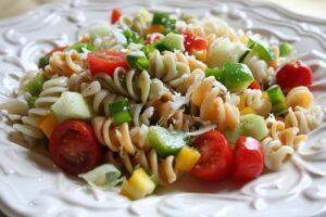 800px-Pasta_salad_closeup